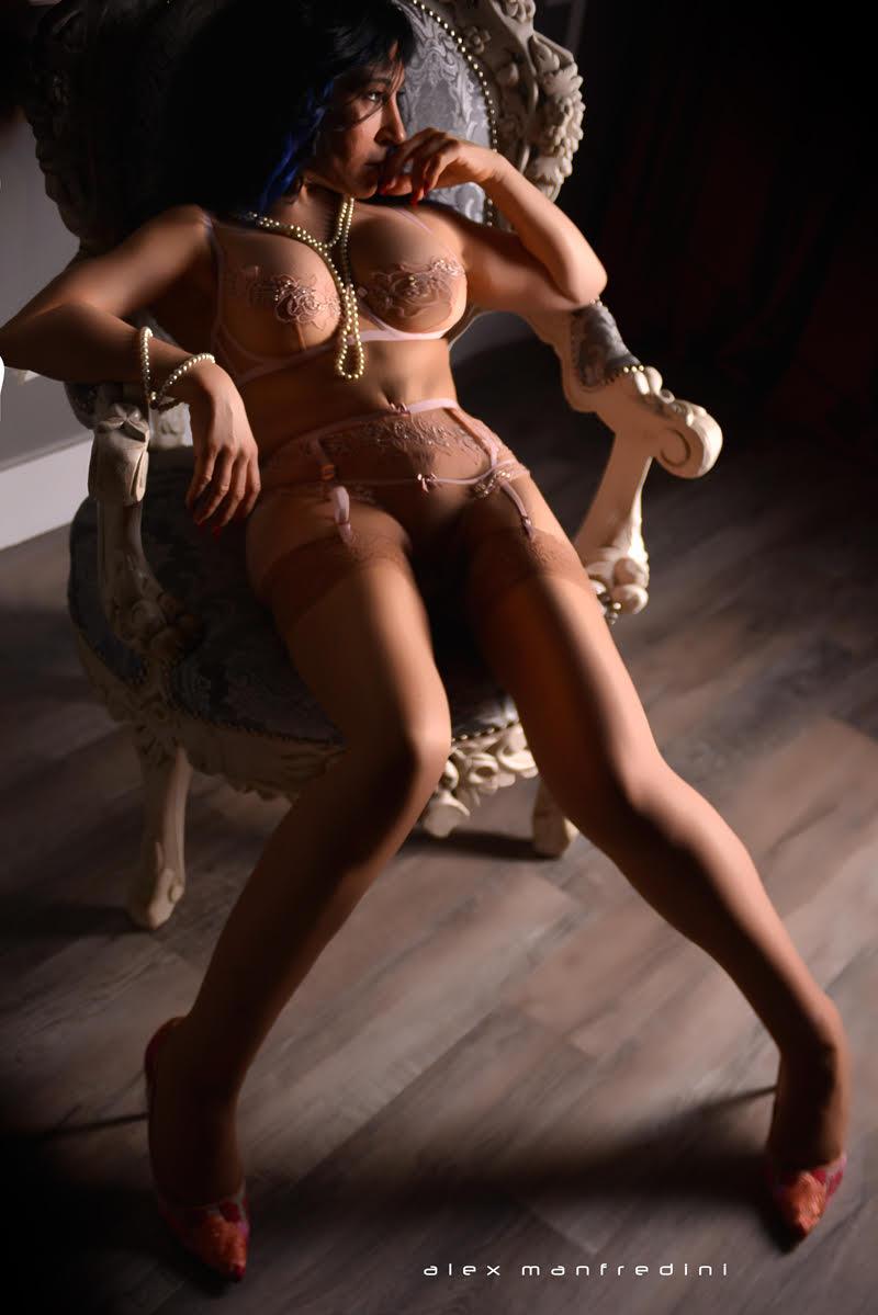 Zayla Melina - Luxury Escorts Chicago - Mature Sensual